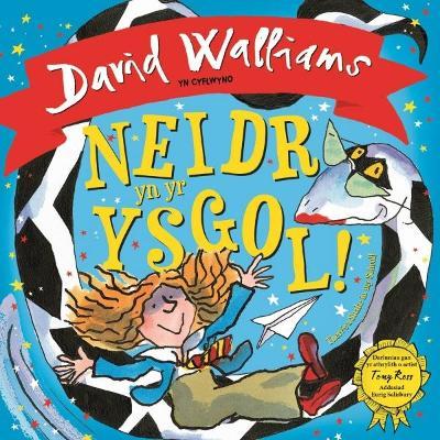 Neidr yn yr Ysgol! / There's a Snake in My School! by David Walliams