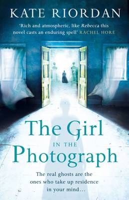 The The Girl in the Photograph by Kate Riordan