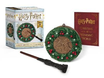 Harry Potter: Hogwarts Christmas Wreath and Wand Set: Lights Up! by Donald Lemke